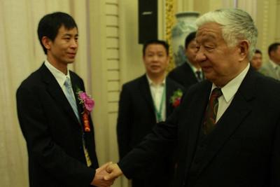 谭坚 贵州省凯里市谭坚百货有限责任公司董事长